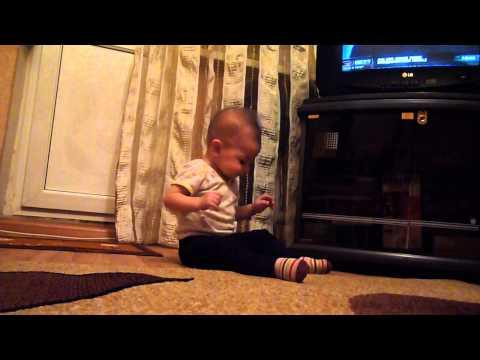 Ребёнок зажигает под клубняк