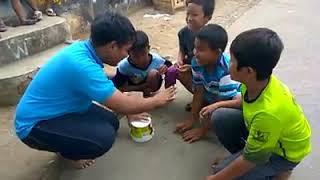 Download Video KOCAK!! Video Lucu Ngerjain Anak Kecil Pake Jebakan Berhadiah MP3 3GP MP4