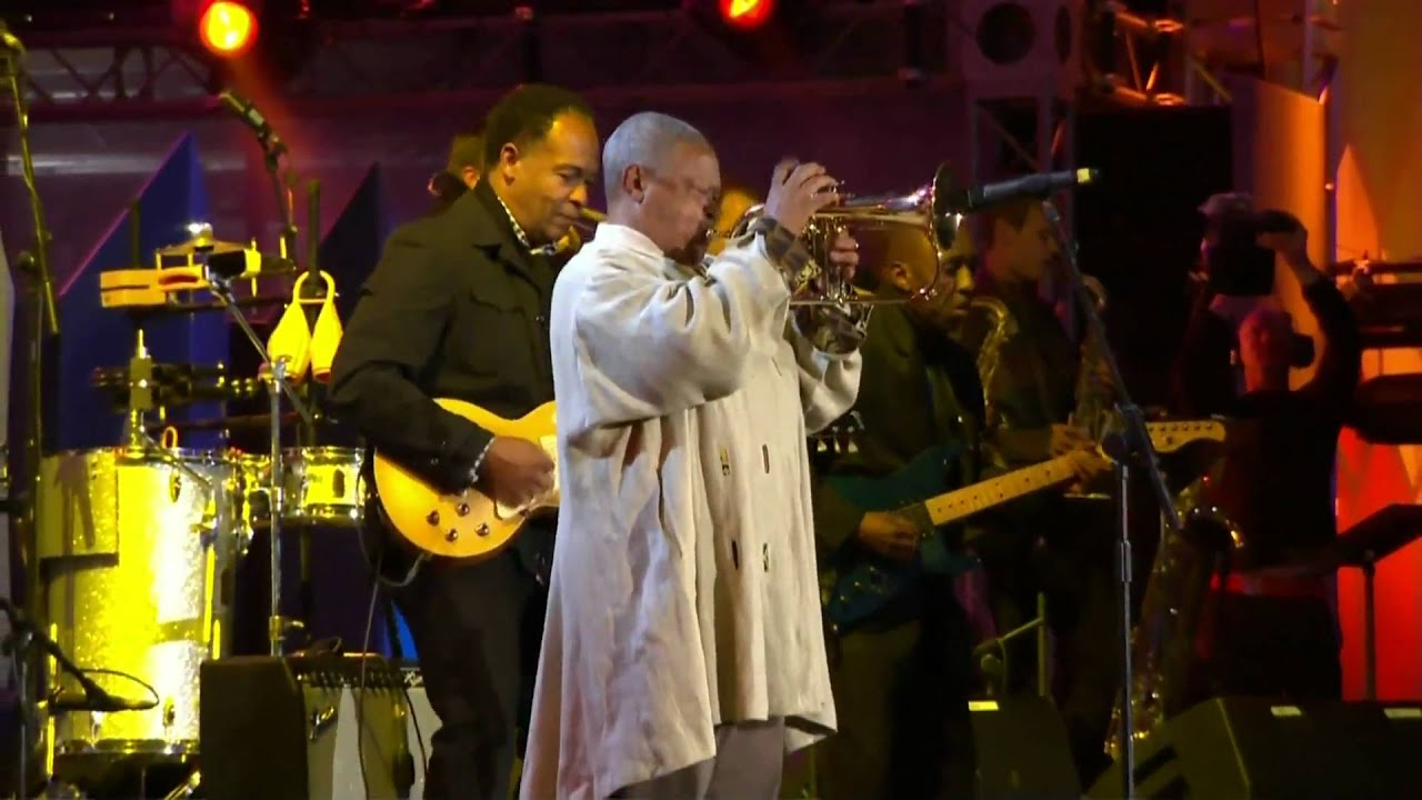 Hugh Masekela | Grazing In The Grass (live - 2010)