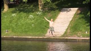 Gptv: Verwarde Zwemmer Houdt Leeuwarder Politie Urenlang Bezig.