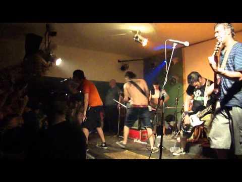 """2 minutos - """"Ya no sos igual"""" en vivo - Santa Fe 2010 - bar Tribus"""