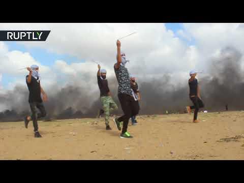 Palestinians perform Arab folk dance at Gaza-Israeli border