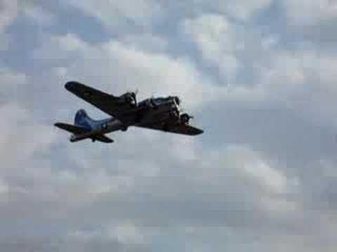 B17 Takeoff from Visalia Airport