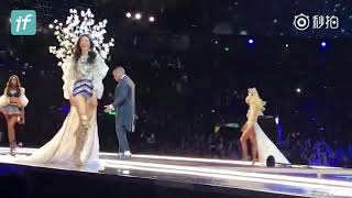Gizele Oliveira Helps Ming Xi Stand Up After Falling at Victoria's Secret Fashion Show