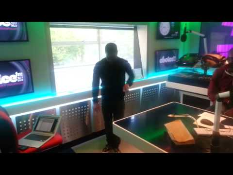 Kevin Hart doing the Azonto dance