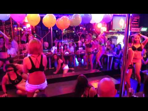 Manic Monday @ Q-bar, Q-bar dancers