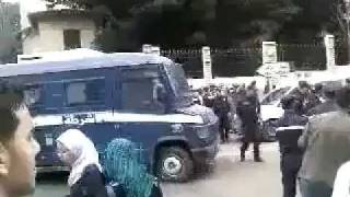 الجزائر : شجار أمام أنظار الشرطة تتفرج