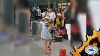 Девочка играет на скрипке Despacito