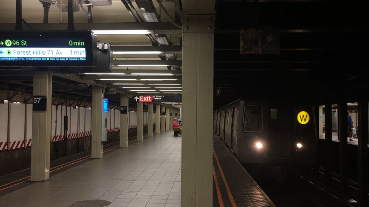 BMT Broadway Line N Q Exp And R W Lcl Trains 57th Street 7th Av With New Countdown Clocks