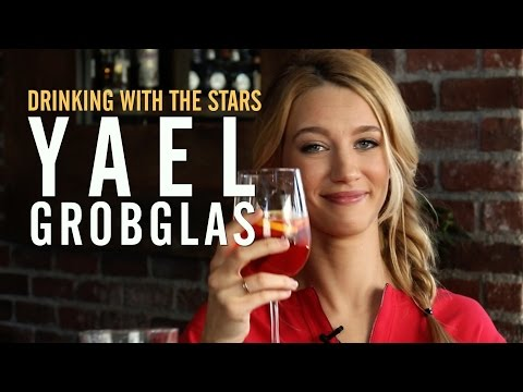 'Jane the Virgin' Star Yael Grobglas on Working With Britney Spears: 'I Was a Total  Girl'
