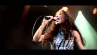 """Nadia Stein Synger News - """"Alle Andre Sir"""" på Smukfest 2014"""
