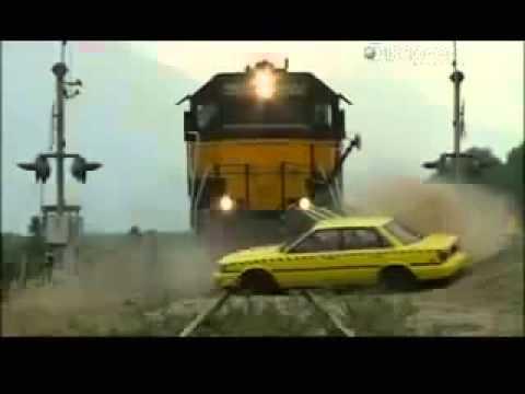 Супер Аварии!!! Краштест Поезд и Автомобиль!!! Train Crash Airbags