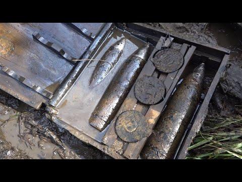 Раскопали Взорванный немецкий грузовик с интересными вещами Юрий Гагарин