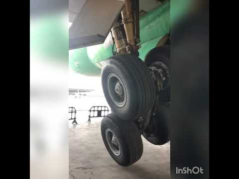 747 LANDING GEAR RETRACTION TEST ON THE GROUND  MAIN AND NOSE WHEELS