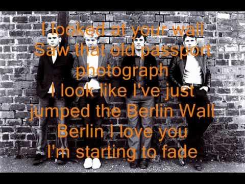 Franz Ferdinand -  Fade away ( Lyrics on screen )
