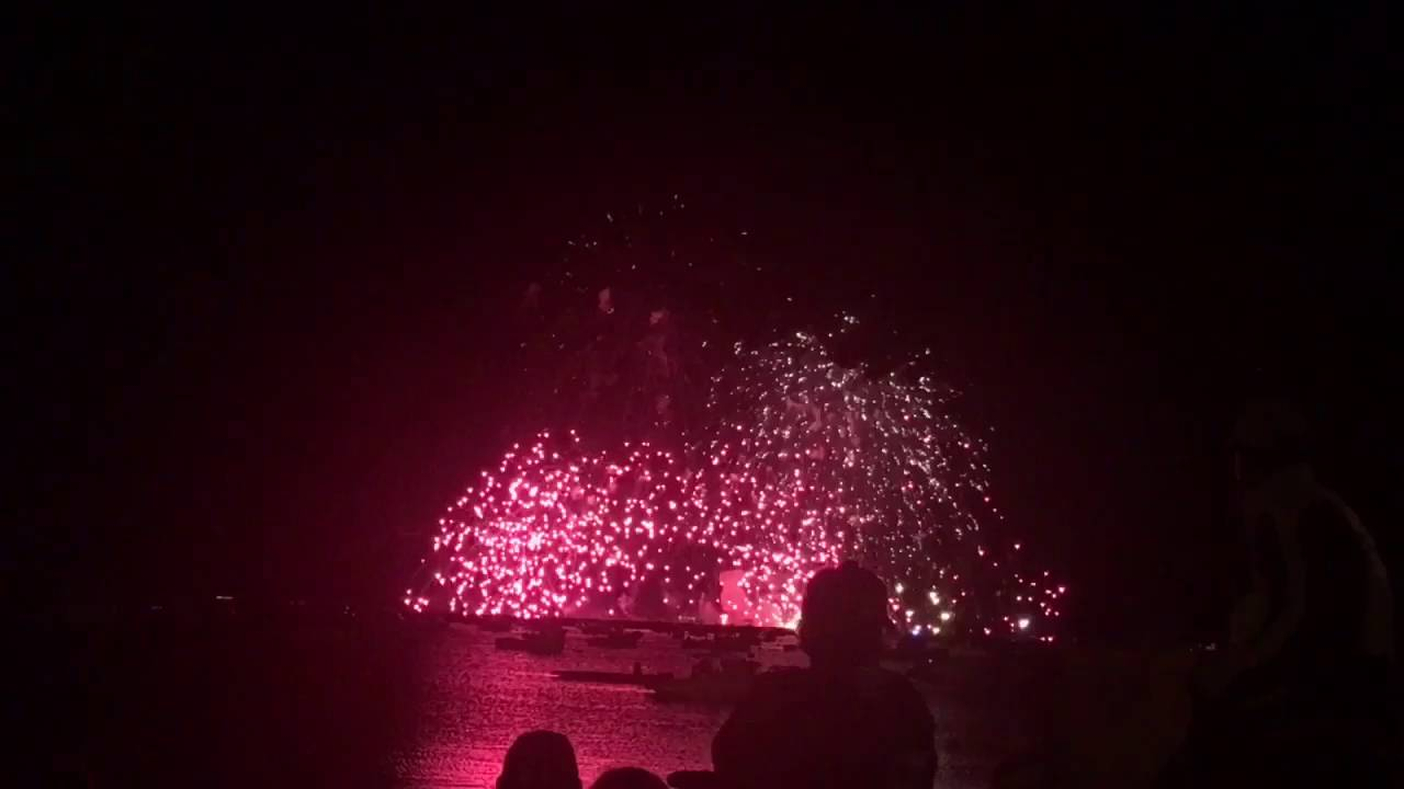 Crowds amass hours early for Macy's fireworks display