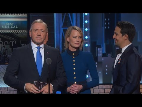 Frank Underwood crashes Tony Awards