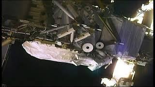 Sigue la primera caminata espacial integrada solo por mujeres.