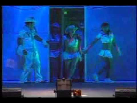 Danna Paola – Chiquita pero picosa (versión pop) Lyrics ...