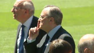 La aficion grita ¡Ozil no se vende! y Florentino les manda callar | Real Madrid 2013