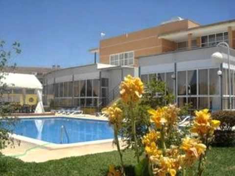 Jm jardin de la reina hotel seville youtube for Piscina hotel jardin de la reina
