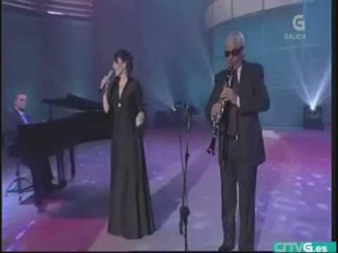 "Yolanda Vazquez canta  ""Lela"""