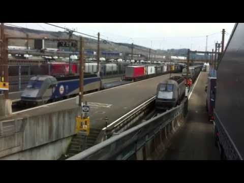 EUROTUNNEL -asteptand la rand sa ne urcam pe tren din Dover U.K. 2016