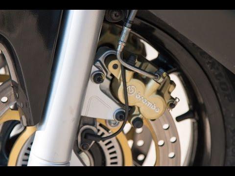 Как прокачать тормоза и выгнать воздух из тормозной системы на Aprilia SRV 850  - Moto Vlog