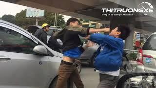 Hai tài xế đấm nhau ác liệt giữa mùa đông Hà Nội