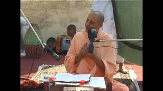 15. HH Radhanath Swami at Radha Damodar Temple (Vrindavan Yatra 2004)