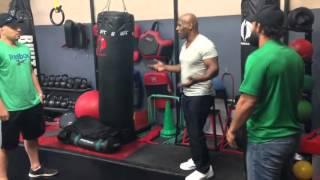 Майк Тайсон дал урок бокса Джони Хендриксу