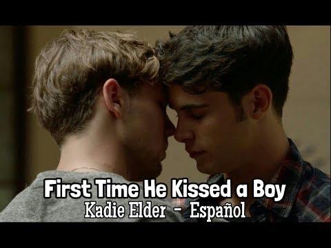 First Time He Kissed a Boy (Español) - Kadie Elder   Bruno