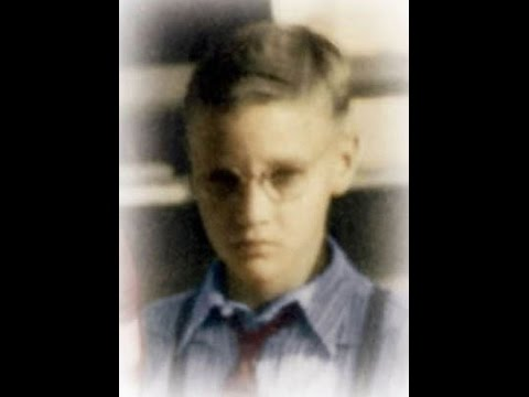 RARE PHOTO OF ELVIS AGED 10 WEARING GLASSES