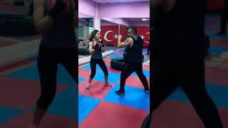 Konya KickBoks Konya Crossfit Konya Boks Konya MuayThai KickBoks Güçlü Kadın Spor Azim Başarı Yaşam