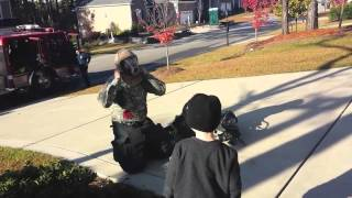 Soldier surprises his kids dressed as fireman