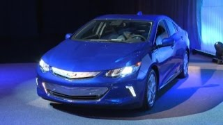 GM Unveils New Plug-In Hybrid Volt at Detroit Auto Show