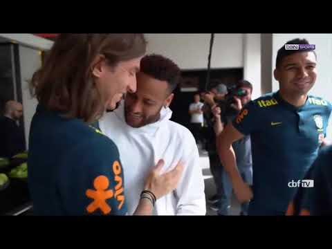 Blessé, Neymar a rendu visite à ses coéquipiers de la Seleção