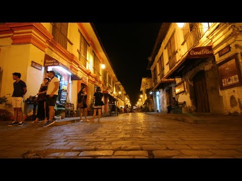 CALLE CRISOLOGO, VIGAN AT NIGHT | A MUST SEE Spanish street in the Philippines