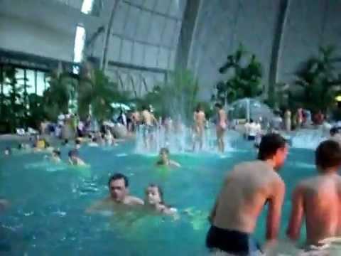 Grootste Zwembad In Europa Subtropisch Zwembad Tropical Islands In Duitsland Berlijn Youtube