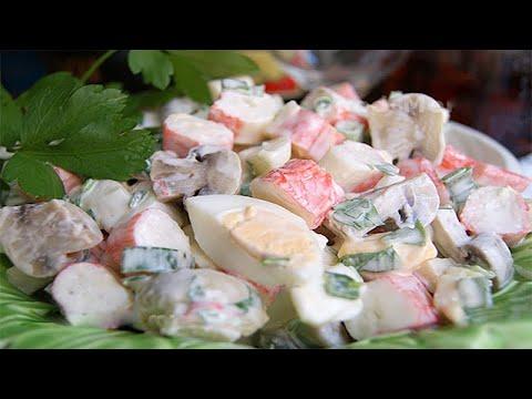 Салат из перепелиных яиц, шампиньонов,крабовых палочек и сыра.Очень вкусный салат.