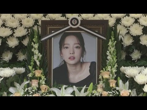Suicides Of K-pop Singers Spark Soul-searching In South Korea