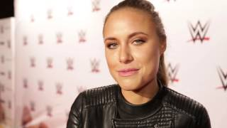 Alena Gerber über Training mit The Rock: WWE Live in Stuttgart (Red Carpet)