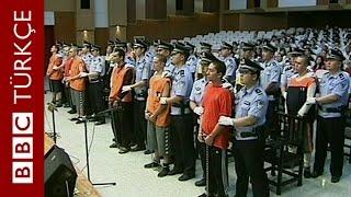 Çin'de Uygur Türklerine sahte pasaport sağlayan 10 Türk tutuklandı - BBC TÜRKÇE