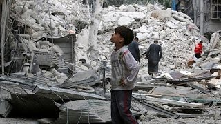 Suriye: Esad kara harekatı öncesi Halep'e bomba yağdırdı