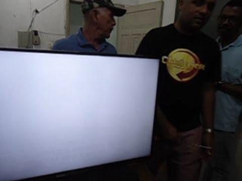 TV Philips LED Tela muito clara com imagem longe