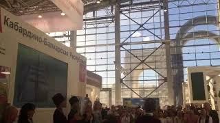 Смотреть видео Российская агропромышленная выставка «Золотая осень» Фестиваль национальных культур . КБР онлайн