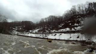 北海道ライオンアドベンチャー 春の激流ラフティングinニセコ尻別川