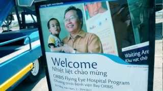 OMEGA出訪停於越南的奧比斯眼科飛行醫院