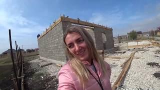 Строим дом сами. Заливаем ленту забора, армопояс стен дома. Работа бетононасоса. Кладка второго дома