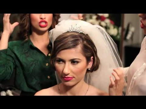 How To Wear A Wedding Veil Tiara Together With Short Hair Wedding Hairstyles Youtube